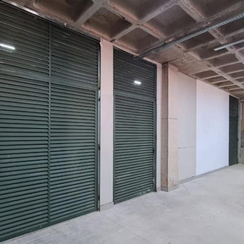 Portas dos depósitos instaladas