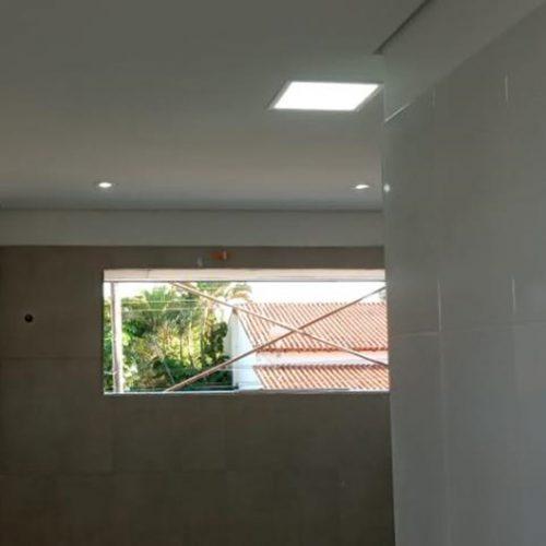 Azulejos dos banheiros instalados